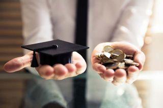 Foto: Geld und Absolventenhut